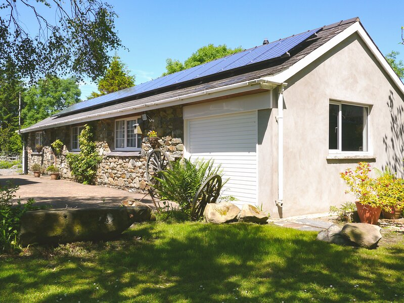 Otter Cottage, Dinas Cross, holiday rental in Dinas Cross