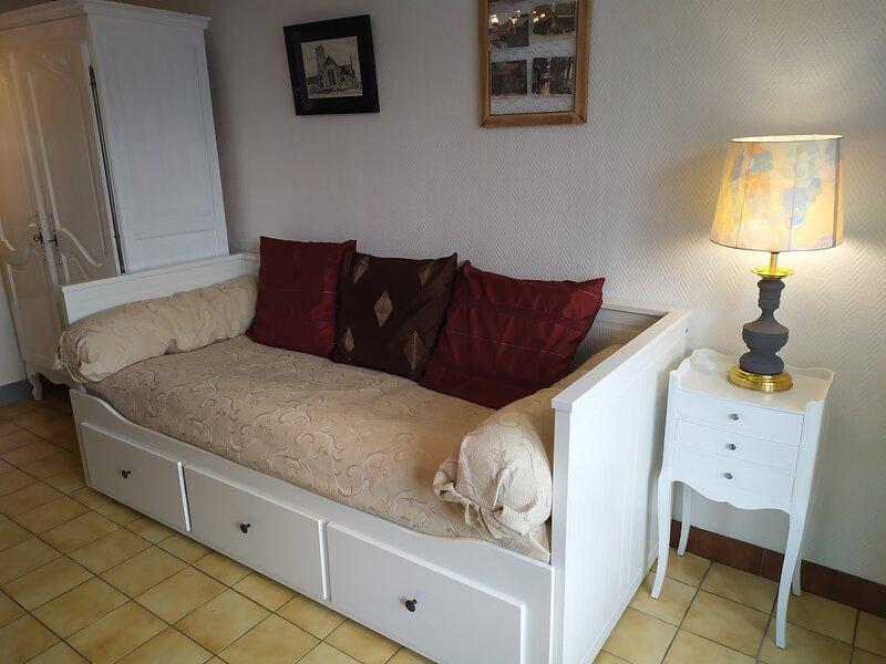agréable studio pour 2 personnes avec parking et wifi fibre gratuit, casa vacanza a Chanoz-Chatenay