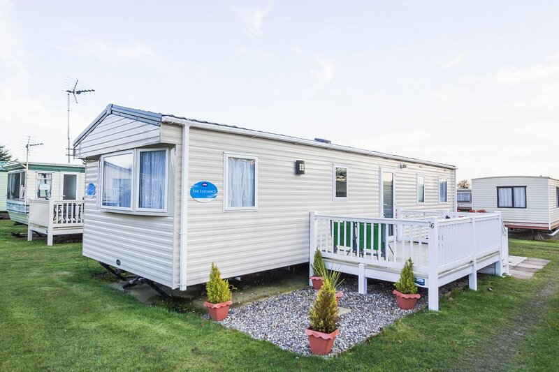 Great caravan for hire at Breydon Water Holiday Park in Norfolk ref 10076B, holiday rental in Fritton