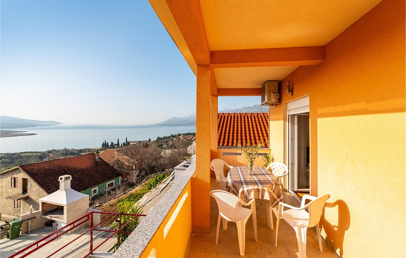 Beautiful apartment in Rovanjska with WiFi and 2 Bedrooms (CDA862) – semesterbostad i Rovanjska