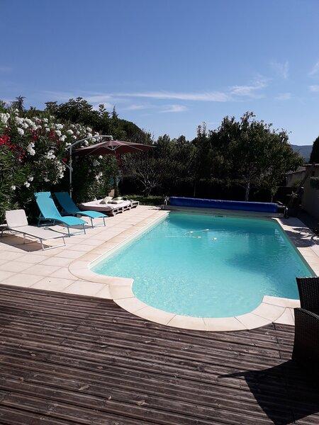 Maison avec piscine en Provence, holiday rental in Peypin-d'Aigues