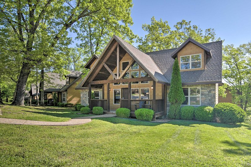 Refined Resort Residence Near Silver Dollar City!, alquiler vacacional en Indian Point