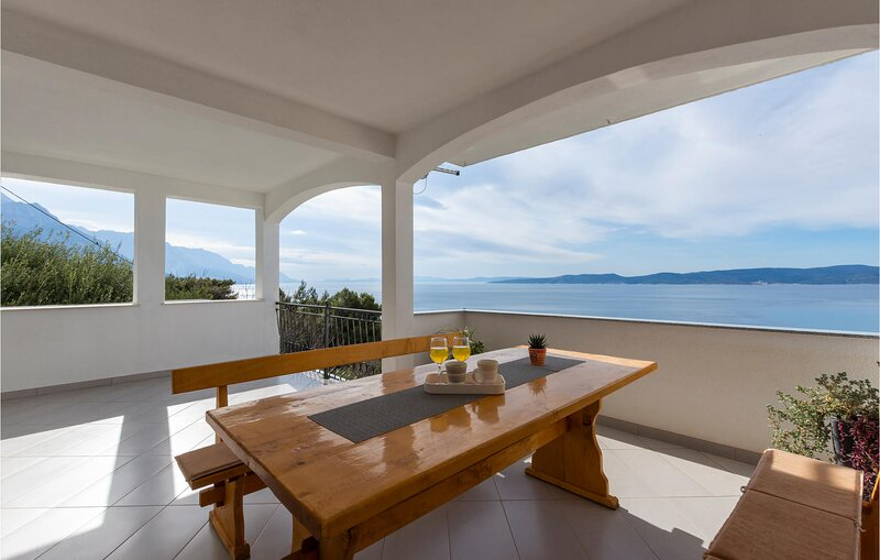 Beautiful apartment in Pisak with WiFi and 1 Bedrooms (CDC658), location de vacances à Slime