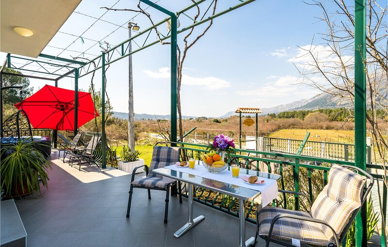 Amazing home in Gruda with WiFi and 1 Bedrooms (CDD755), holiday rental in Zastolje