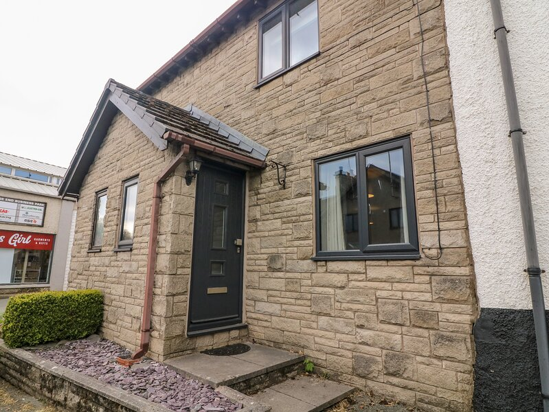 2 Spring Cottages, Milnthorpe, holiday rental in Lupton
