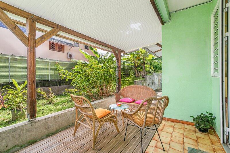 Beautiful apartment with terrace, vacation rental in Saint-Joseph