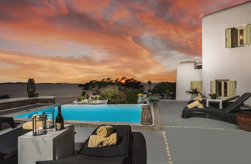 Cycladic Gem Mykonos the most amazing sunsets ever, holiday rental in Choulakia