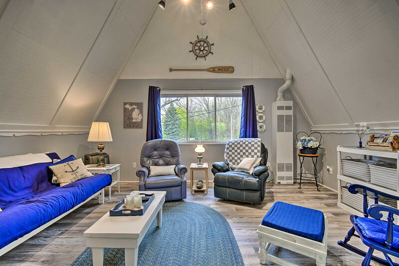 NEW! Bright & Cozy A-Frame Studio: Steps to River!, vacation rental in Sombra