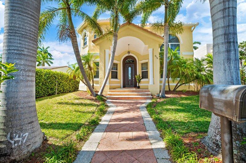 4BDR Villa with pool close to beach & FLL airport, location de vacances à Pembroke Park