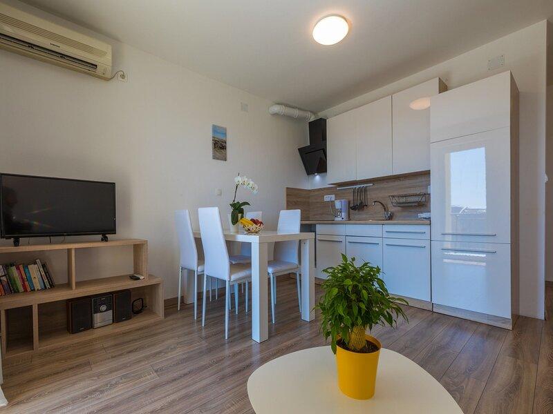 Apartment DIJANA, holiday rental in Grizane-Belgrad