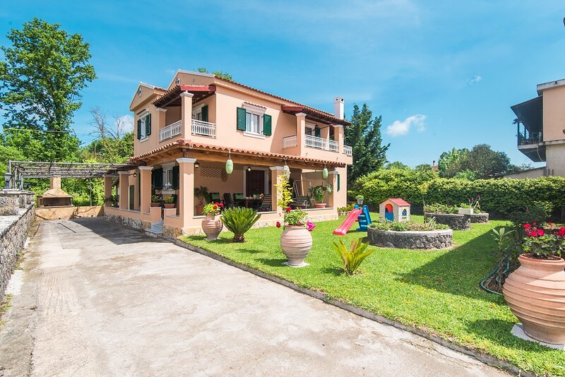 Chara's House, holiday rental in Kanálion