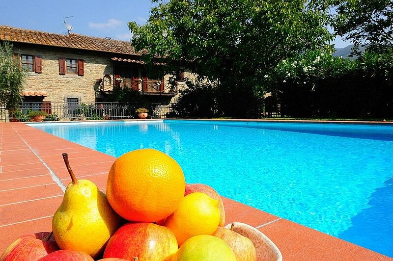 Montanare Holiday Home Sleeps 8 with Pool Air Con and WiFi - 5890990, alquiler vacacional en Pergo