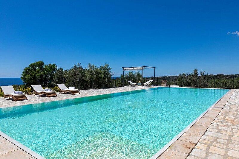 Castrignano del Capo Villa Sleeps 4 with Pool Air Con and WiFi - 5890991, holiday rental in Marina di Felloniche