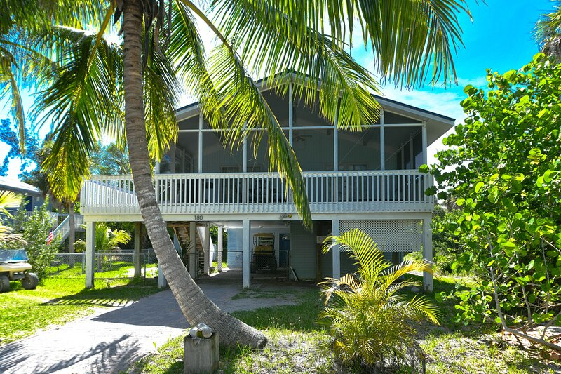The Blue Pearl- walk to beach, 3B/2B, private jacuzzi in screened porch, vacation rental in North Captiva Island