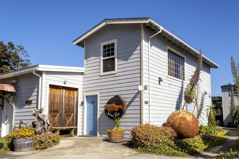 Salmon Run - Massive views of the Pacific ocean and of the historic Noyo harbor, vacation rental in Fort Bragg