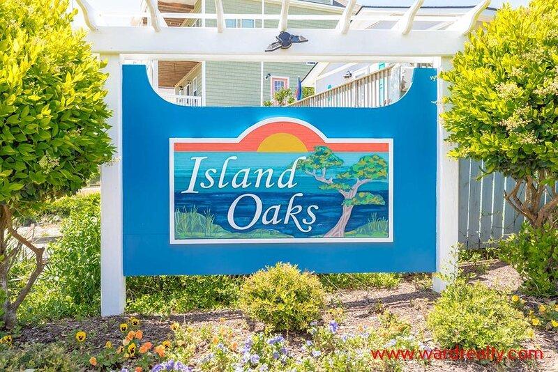 Island Oaks Neighborhood