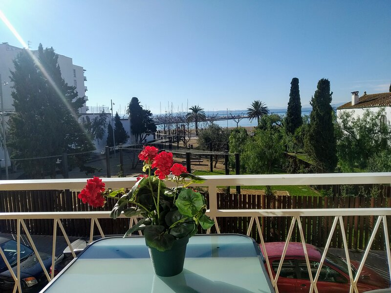 Comfortable apartment 50 meters from the beach, holiday rental in Roses