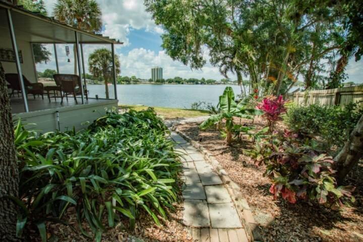 Enjoy the tropical Florida feel!