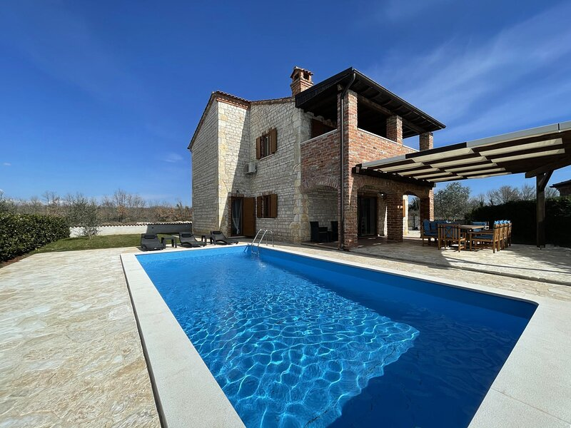 Villa Mani with pool, holiday rental in Butkovici