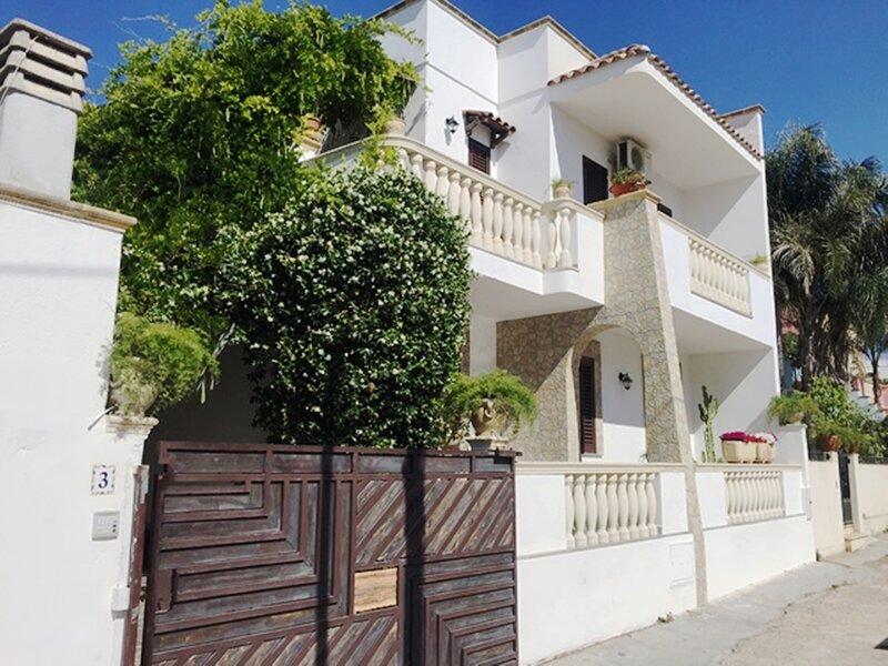 SALENTO - Casa Vacanze a SANTA MARIA di LEUCA 50 metri dal Mare, aluguéis de temporada em Santa Maria di Leuca
