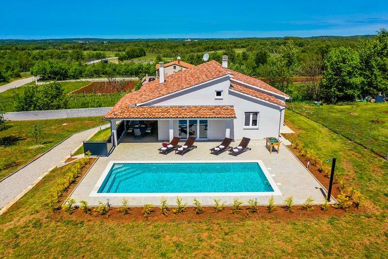 Brand new Villa in the heart of Istria, aluguéis de temporada em Zminj