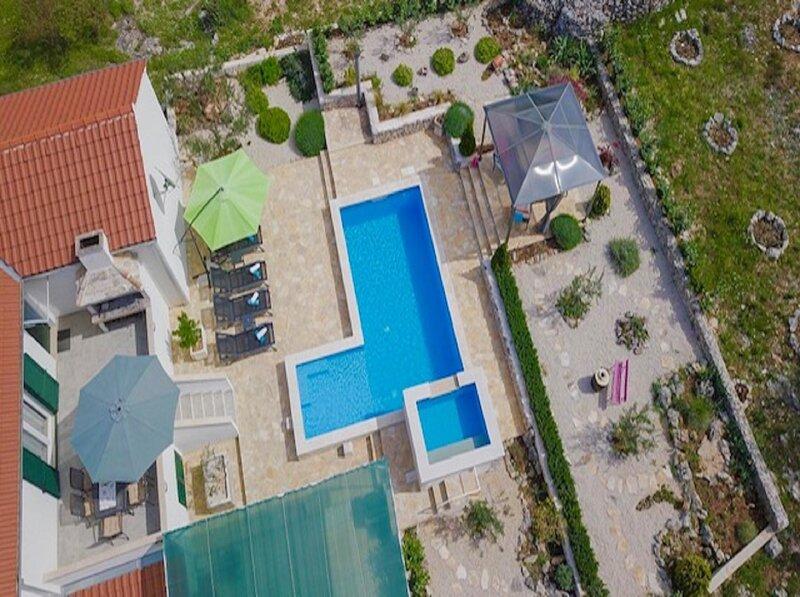 Holiday Home Ela - Three Bedroom Holiday Home with outdoor Pool, casa vacanza a Donji Humac
