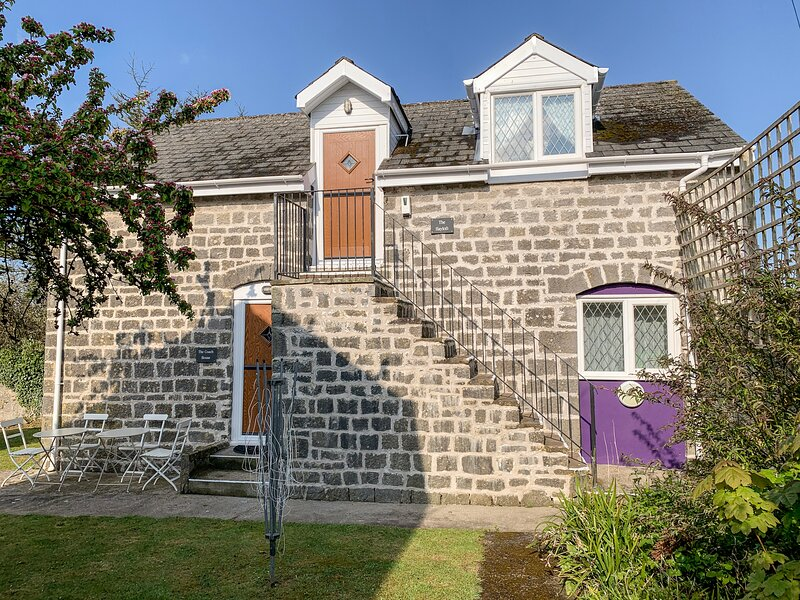 THE HAYLOFT, on-site swimming pool, dogs welcome, St Florence near Tenby, ref, location de vacances à Sageston
