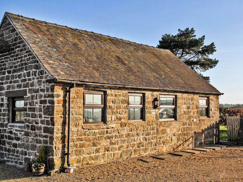 SWALLOW COTTAGE, romantic cottage, countryside views, pet-friendly, WiFi, in, vacation rental in Ipstones