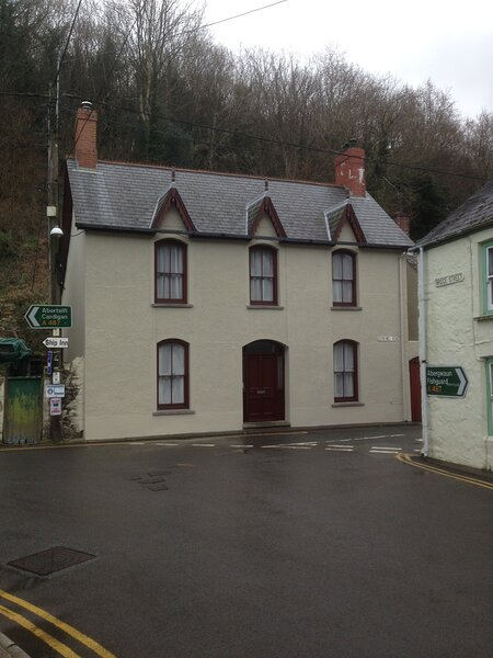 Fishguard - Lower Town, village, old harbour., holiday rental in Trefasser