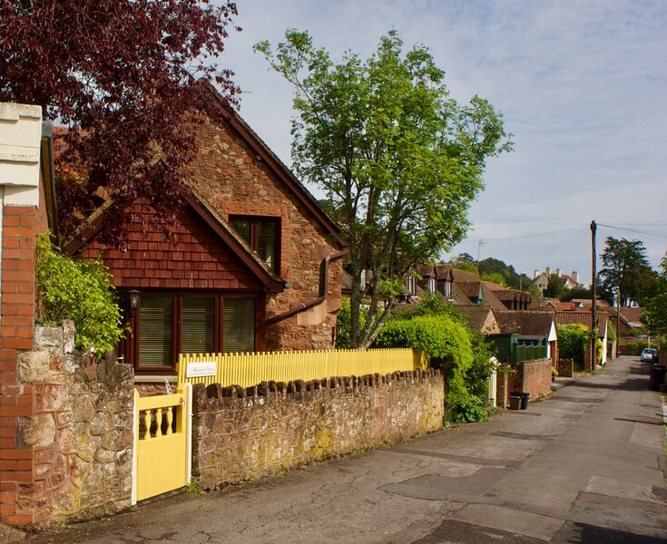 Quiet cottage with easy walk to beach, vacation rental in Minehead