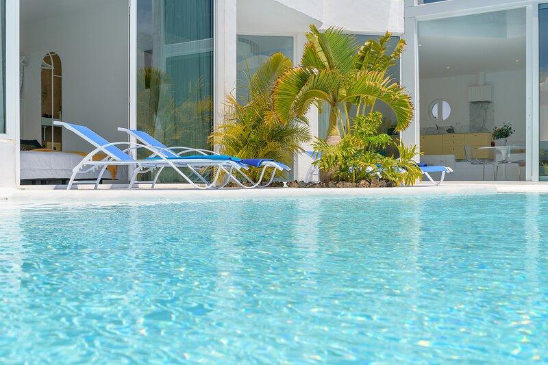 AQUABLANCA Suite Love Deluxe, vacation rental in Punta Mujeres