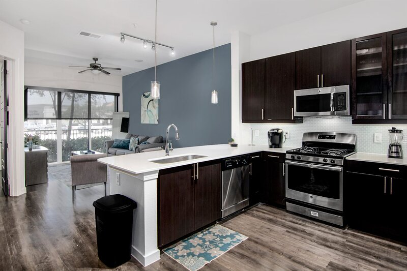 Cozy Med Center Elite Condo Fully Equipped, holiday rental in Southside Place