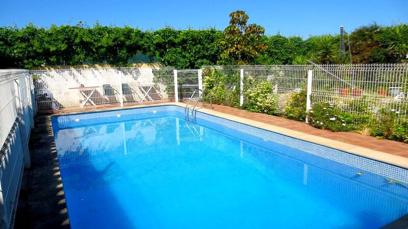 Spacious villa with swimming-pool, location de vacances à Quinta Do Conde