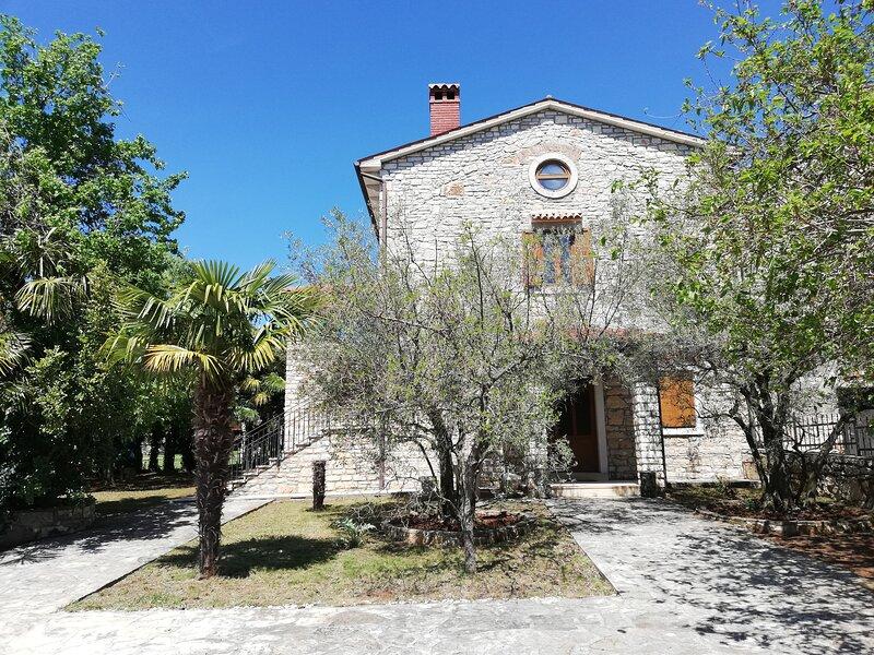 Villa Valeta 500 meters from the beach, holiday rental in Tar