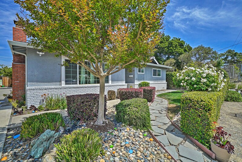NEW! Sun-Soaked Cottage, 3 Miles to Silicon Valley, casa vacanza a Sunnyvale