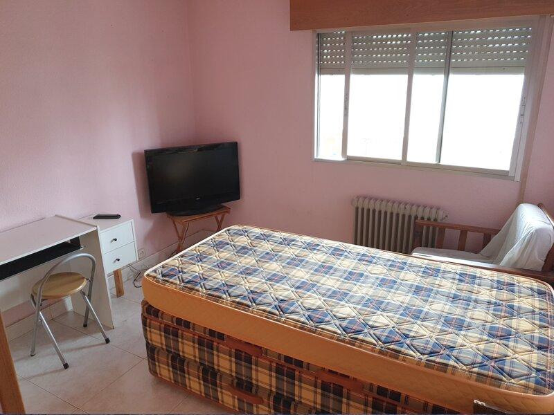 Oferta una habitacion de alquiler en Usera, holiday rental in Leganes