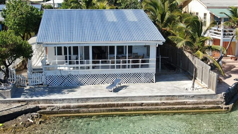 Beautiful Ocean Front home in Roatan, holiday rental in French Harbour