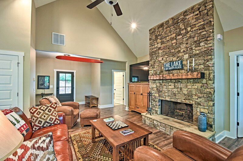 NEW! Lake Lanier Home w/ Game Room & Private Dock!, holiday rental in Murrayville