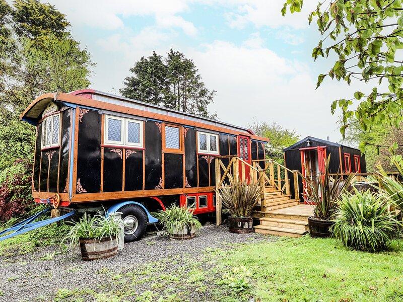 Dolly the Circus Wagon, Brynhoffnant, Ferienwohnung in Llangrannog