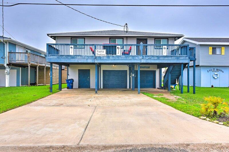 NEW! Home w/ Dock, Deck & Grill: 1 Mi to Beaches, alquiler vacacional en Brazoria