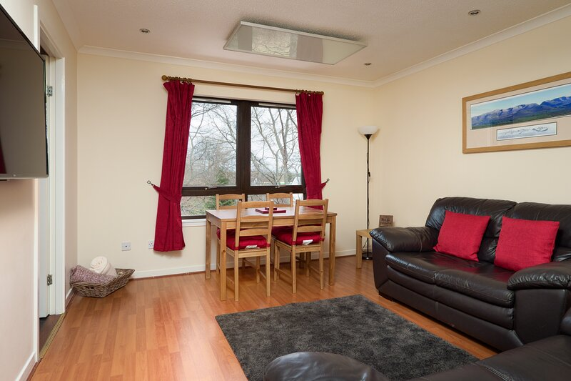 Cairngorm Apartment One, Central Aviemore (holiday let), location de vacances à Aviemore