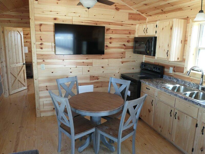 Amish-built Cabin, location de vacances à Ferron