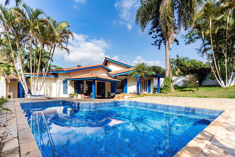 Chácara com piscina, churrasqueira e WiFi em Cotia, holiday rental in Carapicuiba