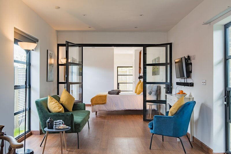 The Exchange - Bright and contemporary holiday home, sleeping two guests, holiday rental in Sandwich