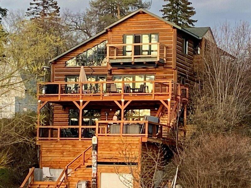 Lewis & Clark 1 Bed Suite at the Inn on Bigfork Bay, holiday rental in Woods Bay