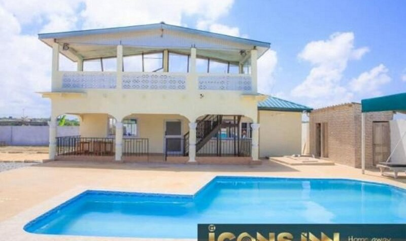 House with pool Icons Inn - Elmina, holiday rental in Central Region