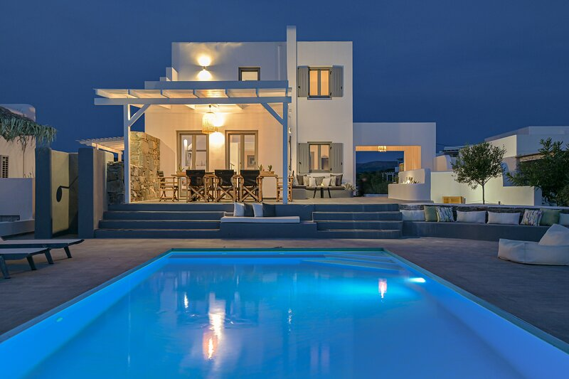 Luxury villa Tranquillity 4 BR/Private pool Near the beach – 7 Min Walk, holiday rental in Pyrgaki