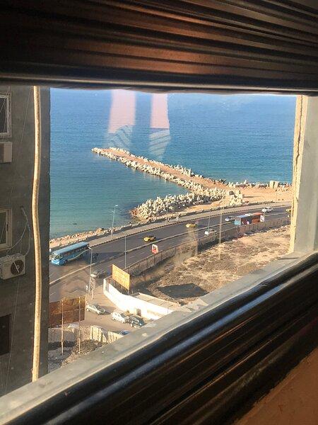 COZY NEW 2 BD apartment AMAZING BEACH VIEW NEXT TO HILTON HOTEL, location de vacances à Gouvernorat d'Alexandrie