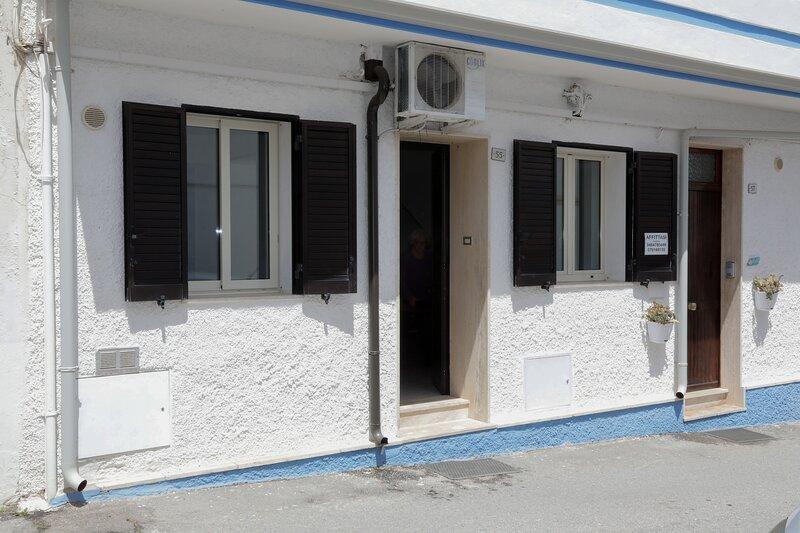 Beautiful apartment near the beach, alquiler de vacaciones en Calasetta
