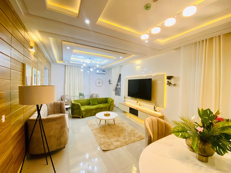 Hazel's Luxury Home Away From Home – semesterbostad i Festac Town